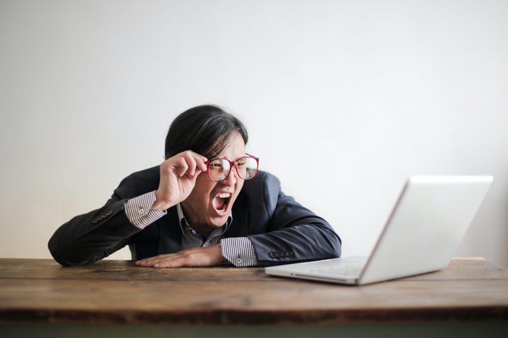 Client difficile, web, achat en ligne, réseaux sociaux